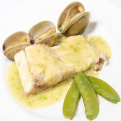 Sabroso bacalao, almenjas y judias verdes