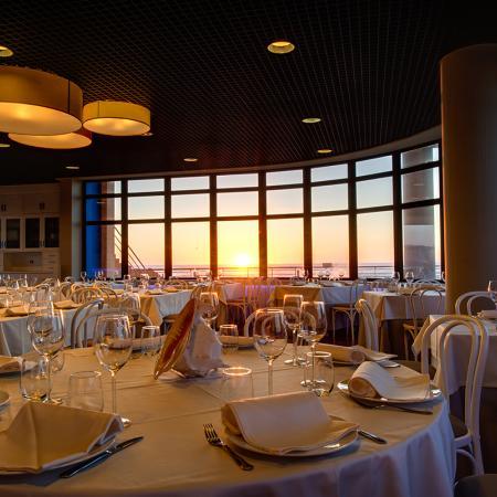 La iluminación da un ambiente excelente al restaurante - Casa de los Peces