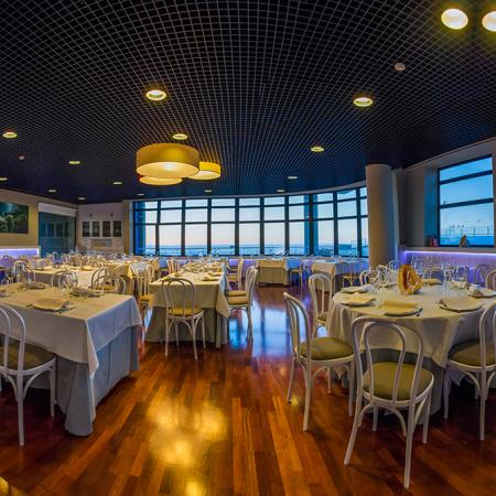 La amplitud dentro del restaurante salta a la vista - Casa de los Peces