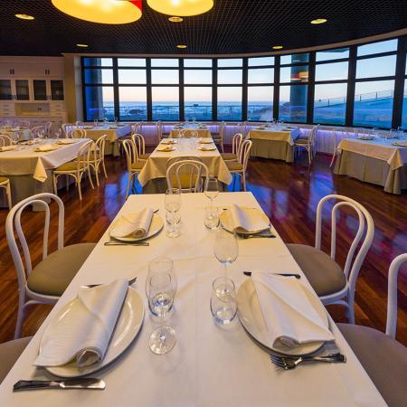 Desde nuestras mesas podrá disfrutar de las vistas al mar - Casa de los Peces