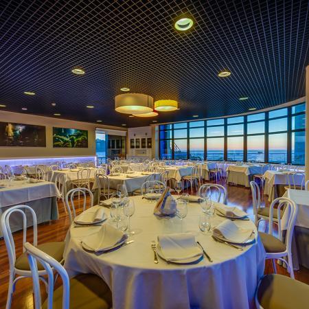 Amplios espacios en nuestro restaurante - Casa de los Peces